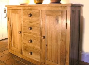 Oak sideboard with 2 doors and 4 drawers
