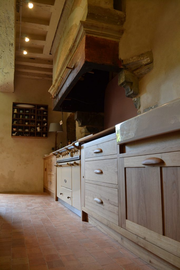 Makers bespoke oak kitchen with Lacanche range cooker