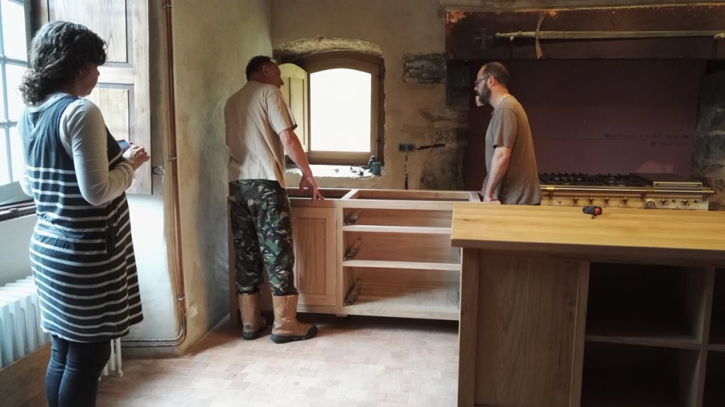 Delivery and installation of oak kitchen unit France
