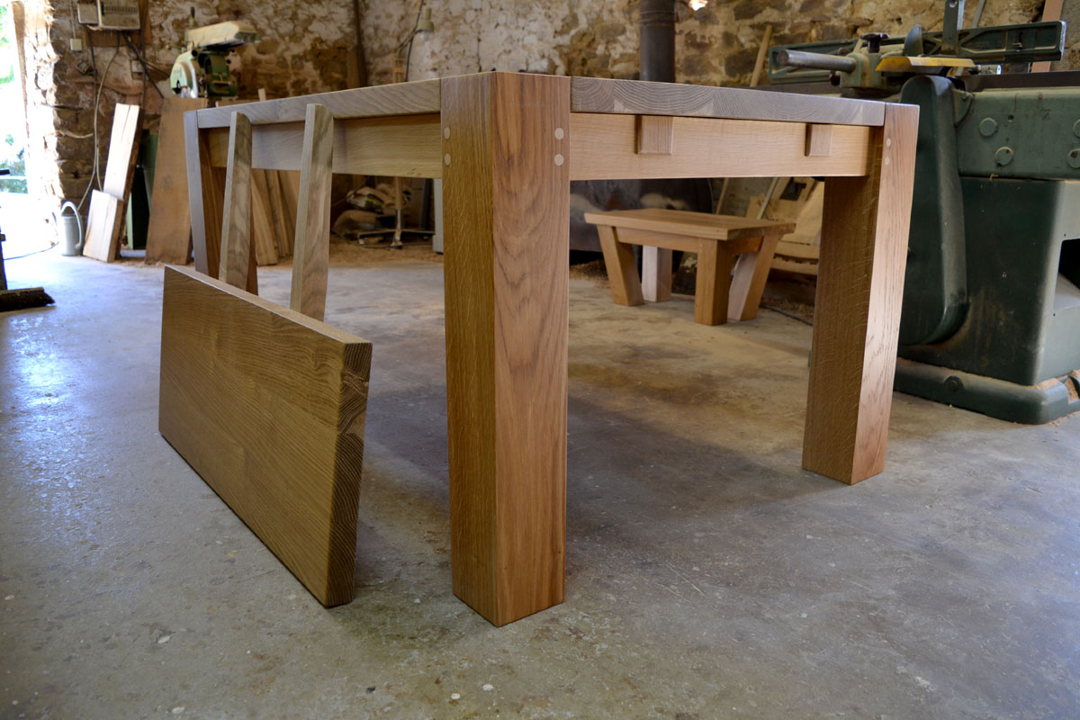 Contemporary dining table with extending leaf