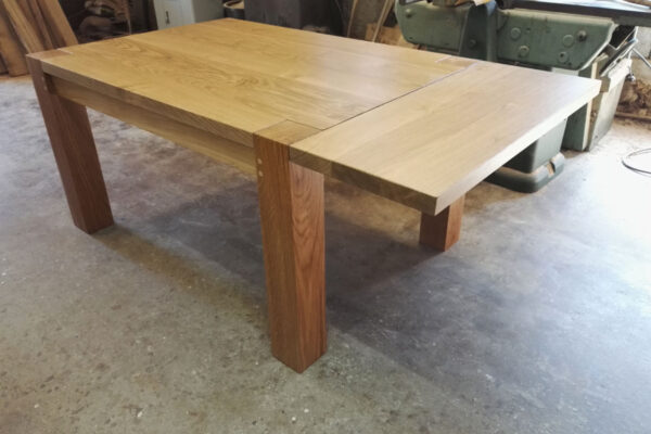 Six seat oak table with extensions