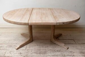 Swedish extending pedestal table with round ends