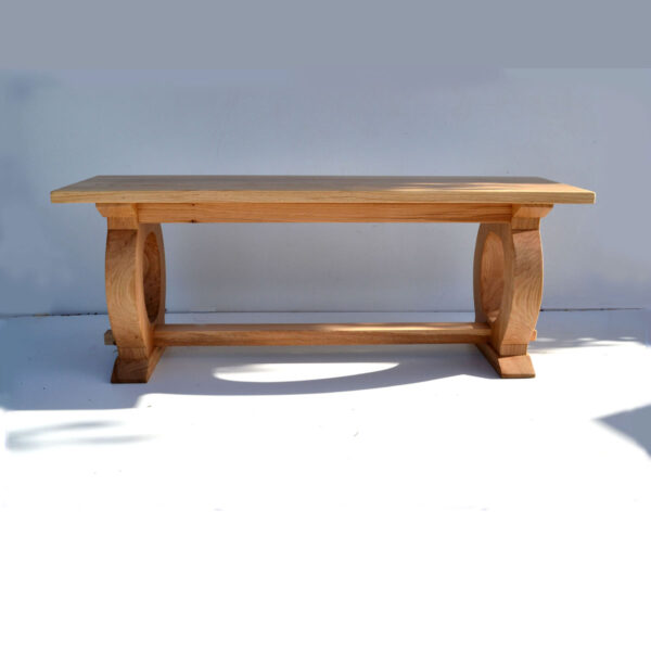 Dining bench with curved legs
