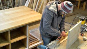 L'atelier de fabricant de meubles on bois