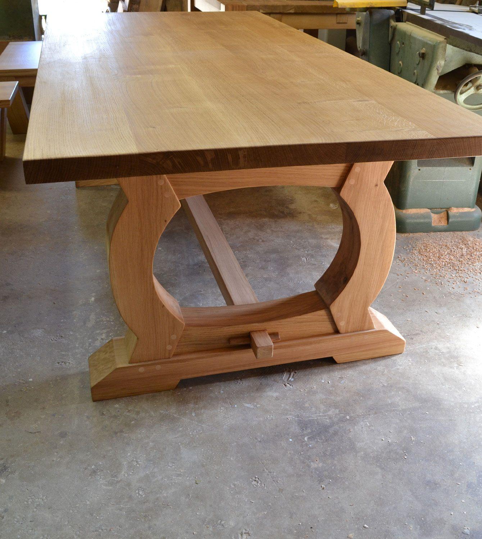 Table à maner sur mesure avec une finition en laque mate avec